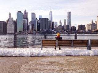 Bench-man-manhattan-1200-466x350