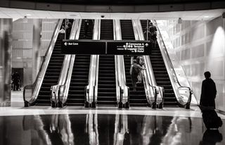 Airport-escalators-stairs-4610-545x350